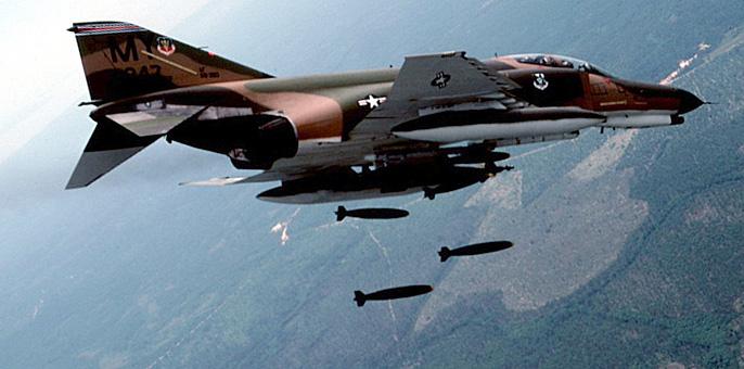 F-4_Phantom_II_in_flying